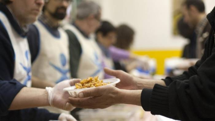 Caritas, aumentano i poveri in Campania: soprattutto i disoccupati si rivolgono ai centri di ascolto