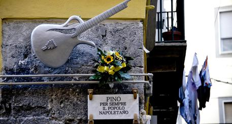 """RICORDANDO PINO – Flash mob, incontri e al Gambrinus la distribuzione di """"pinuccio"""" un docletto delizioso"""