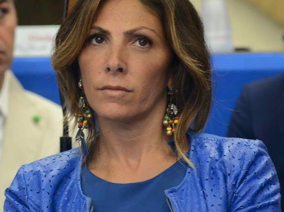 """A Pomigliano d'Arco i cittadini diventano """"vigili"""" con la bella iniziativa della vice sindaco Elvira Romano"""