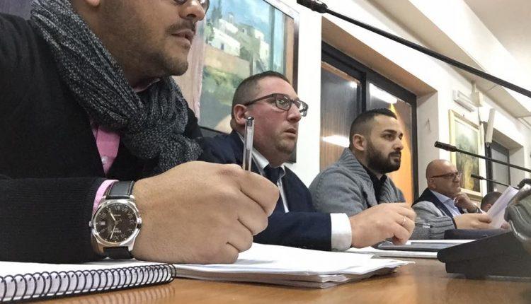 """Ivan Russo capogruppo in consiglio a Volla blinda il sindaco: """"Diamo risposte alla città e non siamo per l'inciucio"""". L'opposizione manda tutto all'Anticorruzione"""