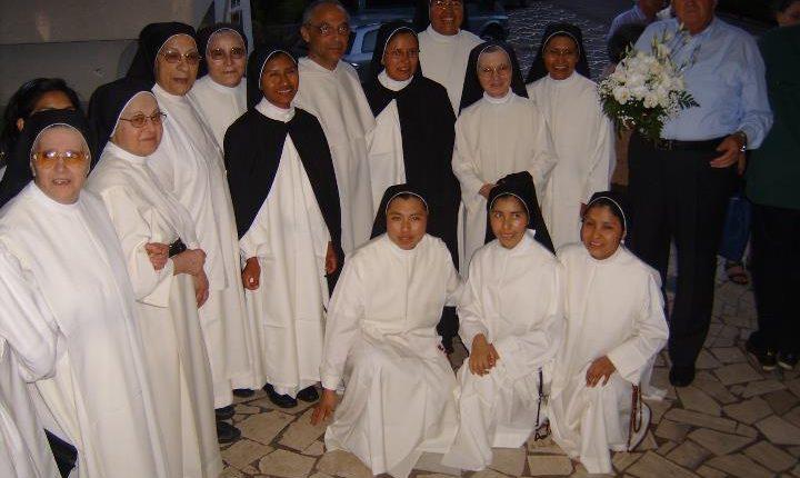 La Congregazione delle suore domenicane di Madonna dell'Arco compie ottanta anni: da domani a domenica le celebrazioni
