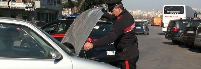 Napoli, sgominato giro di riciclaggio milionario di auto: 39 denunciati