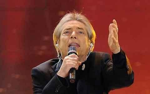 Io, senza giaccia e cravatta. per due giorni Nino D'Angelo è protagonista al Teatro Summarte