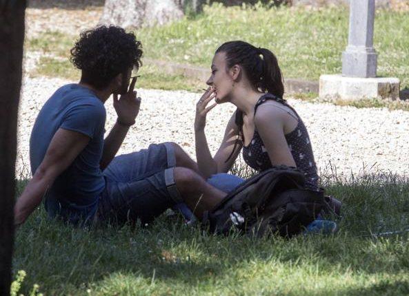 """Stop al fumo nei parchi pubblici di Pomigliano d'Arco: il sindaco Russo giura il """"pugno duro"""". Ci riuscirà?"""