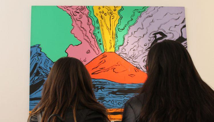 A Palazzo Zevallos Stigliano il Vesuvius nero e quello rosso di Andy Warhol