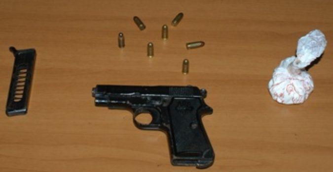 Arrestati due giovani a Massa di Somma per detenzione di arma da fuoco e possesso di droga