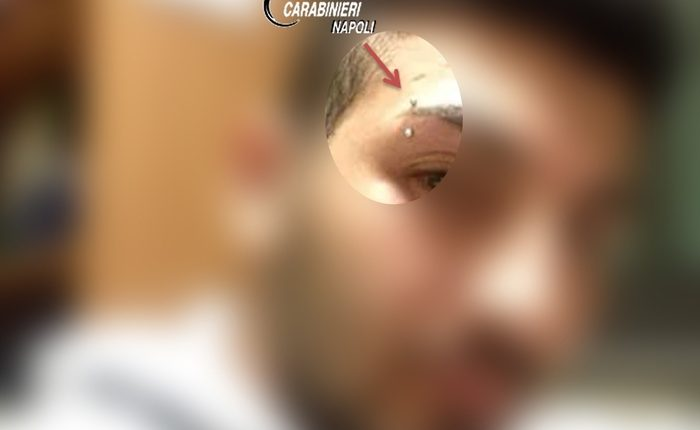 Era l'amico delle vittime: arresto dalle forze dell'ordine il basista che apriva la porta ai ladri grazie a post piercing e tatuaggio su Facebook