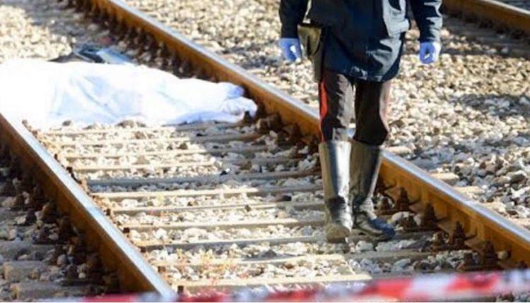 Torre Annunziata, ancora una tragedia sui binari: 70enne di Portici muore investito dal treno