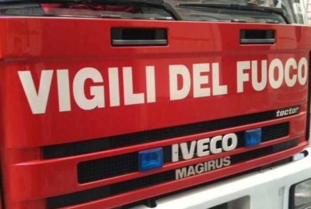 Un incendio distrugge autobus dell'Anm a Ercolano: nessun ferito