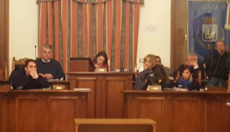 A SAN GIORGIO A CREMANO Approvato il bilancio all'unanimità, tra le esultanze della maggioranza e le critiche dell'opposizione