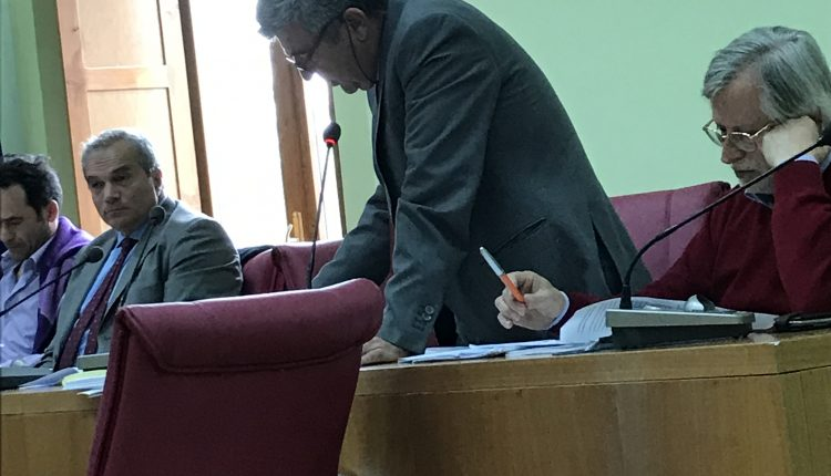Consiglio comunele a Pollena Trocchia: passa il bilancio tra le accuse dell'opposizione