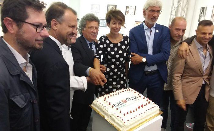 A Napoli convegni e show sulla pizza: concorso, con premio da mille euro, approfondimenti e laboratori