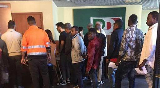 """Fanpage pubblica una video intervista agli immigrati votanti alle primarie del Pd a Ercolano: """"Ci hanno detto di votare il terzo sulla scheda"""""""