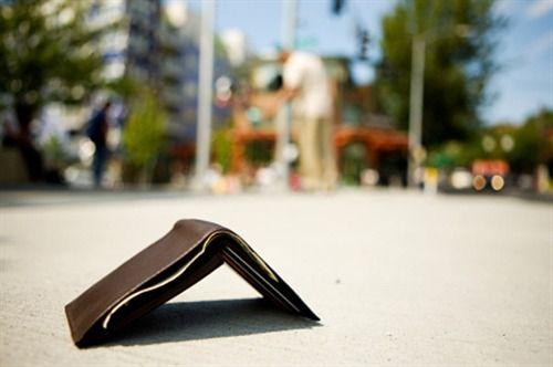 Turista americano perde portafoglioa Ercolano: venditore glielo rende