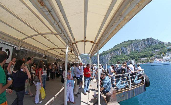 Il turismo viaggia sulle rotte del mare: parte il Molo borbonico della Favorita