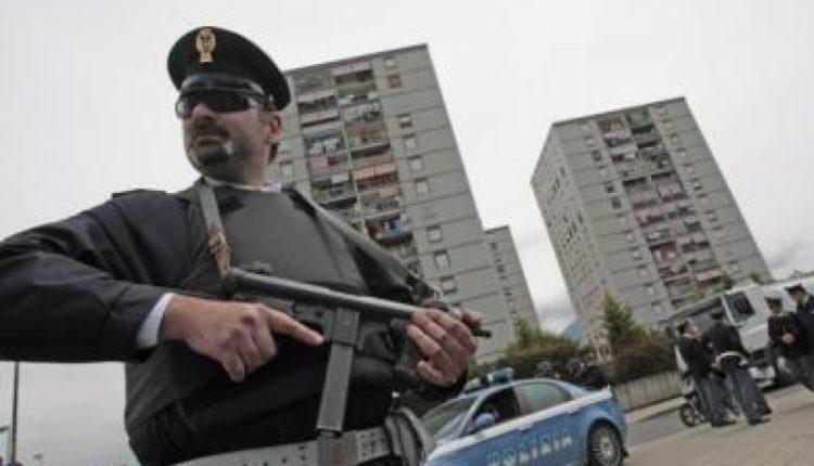 Blitz contro i clan camorra a Scampia, oltre 20 arresti:colpiti clan Di Lauro e Vinella Grassi