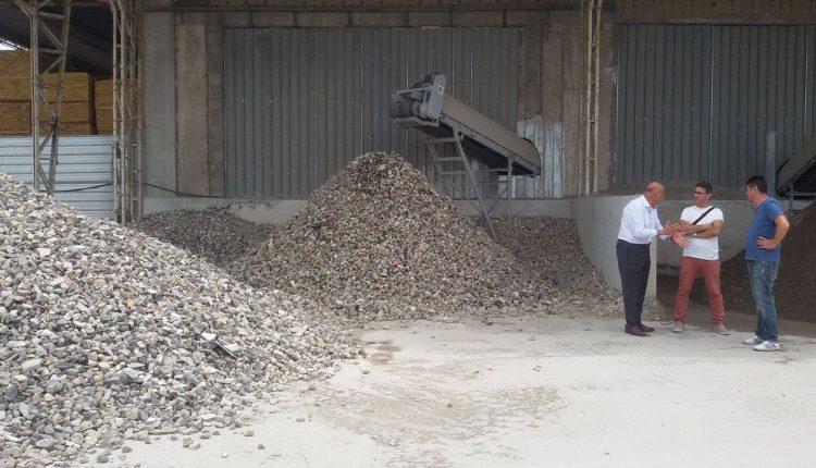 Dopo le denunce di Gennaro Manzo a San Sebastiano al Vesuvio, risponde la ditta che gestisce lo smaltimento di rifiuti edili