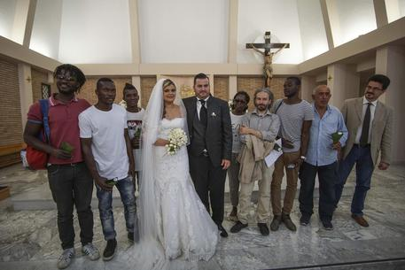 """A Ercolano le """"primarie dell'integrazione"""" si trasformano in espulsione. Marco e Nunzia, invece, invitano al matrimonio gli immigrati"""