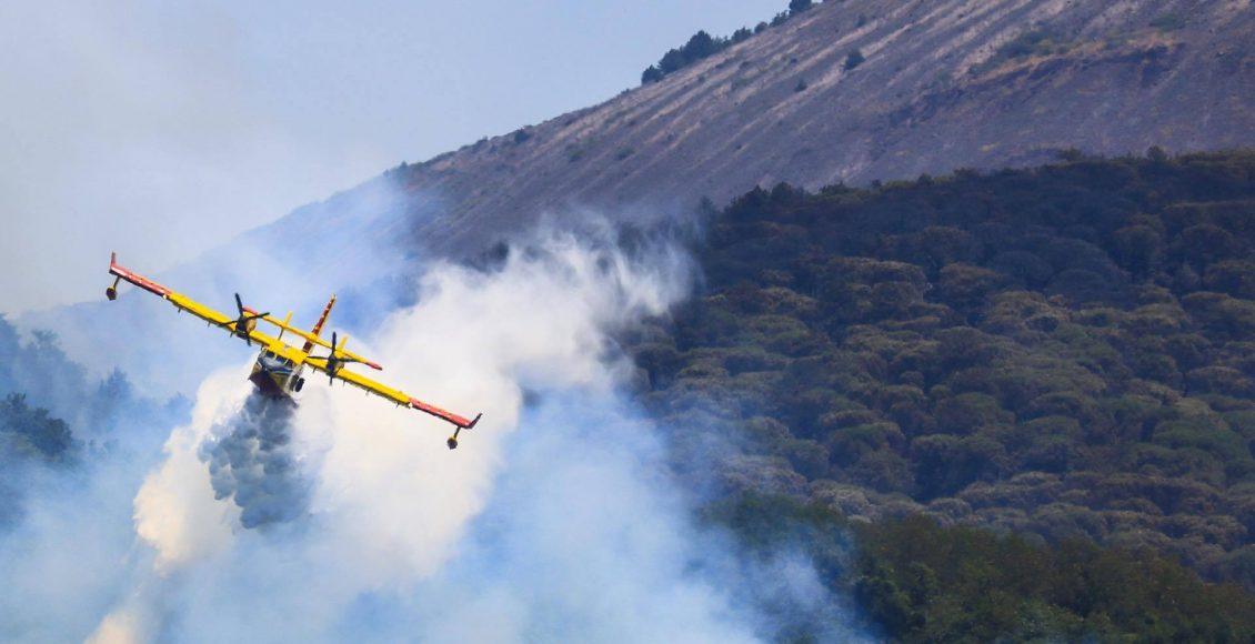 Incendi: Vesuvio; a Ercolano si va verso la normalità. La situazione migliora, ancora criticità su Monti Lattari