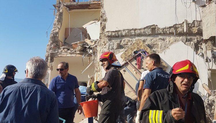 Crollo di un palazzo a Torre Annunziata: disperse otto persone, due sono bimbi