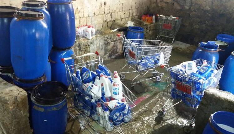 Pregiudicato di Ponticelli a capo della fabbrica dei detersivi falsi, sequestrato anche canile lager