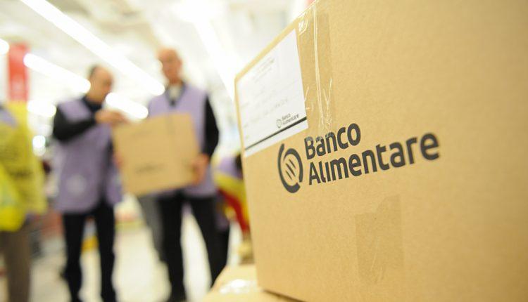 """Parte a Portici la consegna dei pacchi del Banco Alimentare. Il sindaco Cuomo: """"Bella integrazione di forze"""