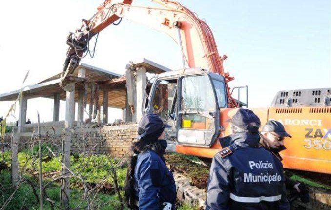 Il Consiglio dei Ministri impugna la Legge Regionale sui Condoni, caos in Campania