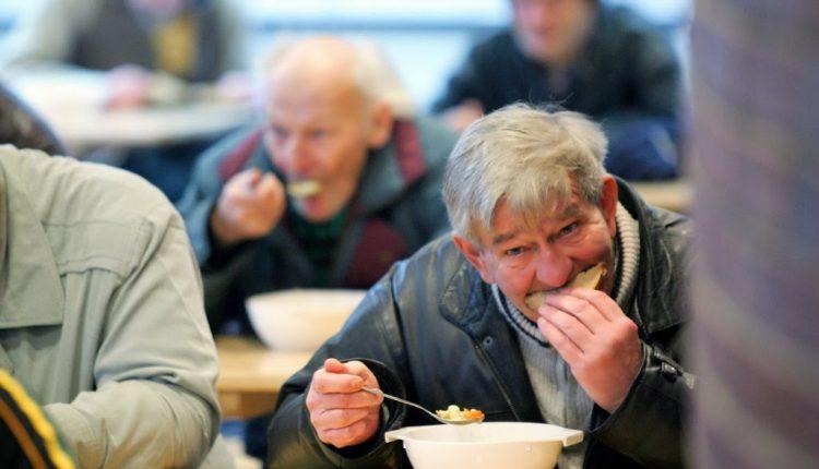 """Mense dei poveri aperte d'estate: """"Servono almeno 50 volontari nella Caritas"""""""