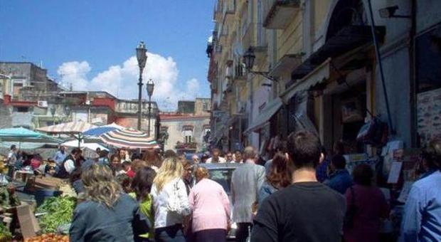 """Dal Borgo Antico l'assist al Sindaco Cuomo e al suo vice per la riqualificazione del """"Mercato"""" di Portici"""