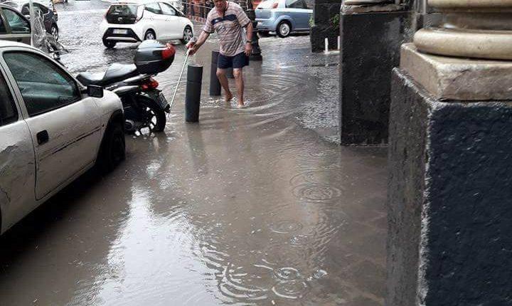 """Le prime piogge, i disagi e le città vesuviane allagate. Portici inondata dall'acqua piovana, dal fango e dalle fogne ma per il Sindaco Cuomo """"abbiamo retto abbastanza bene"""""""