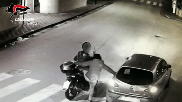 Famiglia in gita per rubare scooter: indagini dei carabinieri Sorrento che indagano anche il figlio 16enne indagato