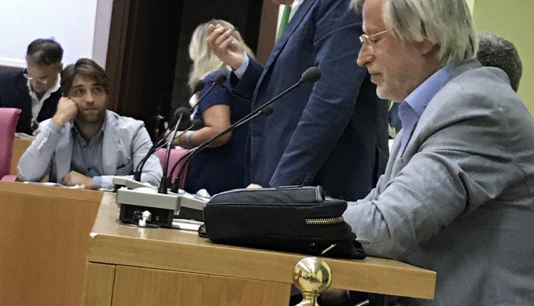 Consiglio Comunale a Pollena Trocchia: accesi scontri sulle variazioni del bilancio e Salvatore Visone come nuovo consigliere di minoranza.