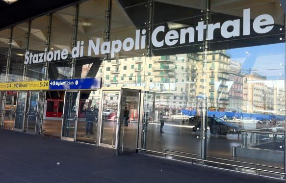 Napoli- shock nella stazione garibaldi. Prima la rapina e poi tenta di abusarla
