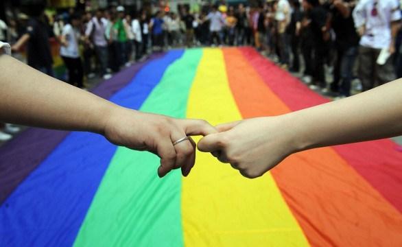 """ESTATE OMOFOBA – A noi gay vietato entrare in locale, la denuncia di due ragazzi.""""Stop perché ubriachi"""" la dichiarazione del titolare. Intervengono iVerdi, """"è falso e hanno sporto denuncia"""""""