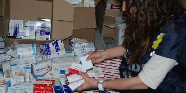 Valigia piena di medicine pericolose sequestrata all'aeroporto di Napoli