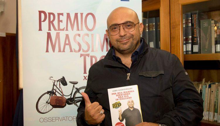 """San Giorgio a Cremano – """"Per mia mamma sorridere era già in italiano, confessione di un sindacalista del cabaret"""". Intervista con Ciro Giustiniani"""