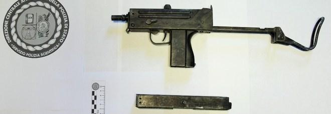 Torre del Greco, trovata una mitragliatrice automatica nel «feudo» del clan Falanga