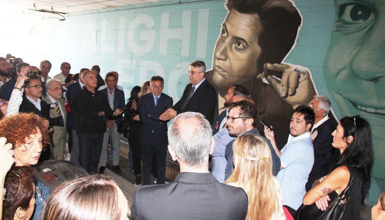 """Sfregio al murale di Troisi e Noschese, ipotesi sul ripristino. Il sindacoZinno: """"E' una lotta che dobbiamo vincere insieme"""""""