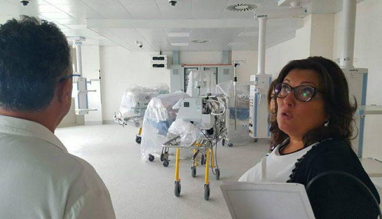 """""""Ospedale del Mare, opportunità mancata"""": sit in di denuncia e protesta dei M5S"""