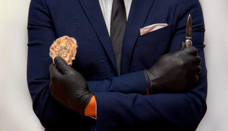 Sancta Sanctorum e la tradizione delle ostriche a Napoli.Martedì 31 ottobre la prima Oyster dinner guidata