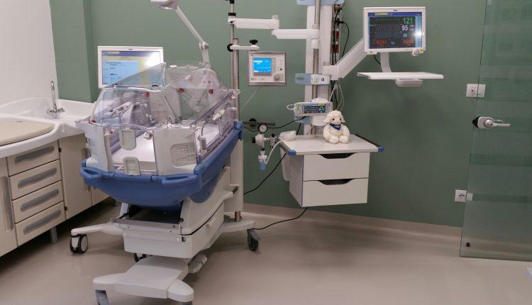 Napoli. 480 grammi di vita: neonata in terapia intensiva, dopo l'intervento al cuore per assicurarle la sopravvivenza