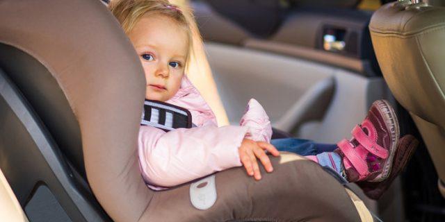 Bimbi dimenticati in auto, sensori seggiolino avvisano smartphone: dispositivo messo a punto da Chicco e Samsung