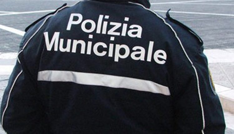 Munnezza connection, sversa rifiuti illegalmente: preso dalla municipale di Volla
