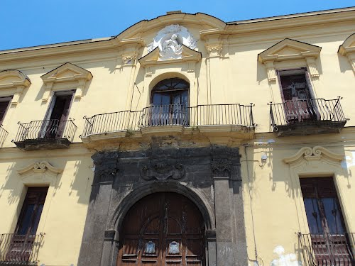 Aumentano i controlli di sicurezza a Torre del Greco nella Villa del Cardinale, dopo il crollo di alcune aree interne