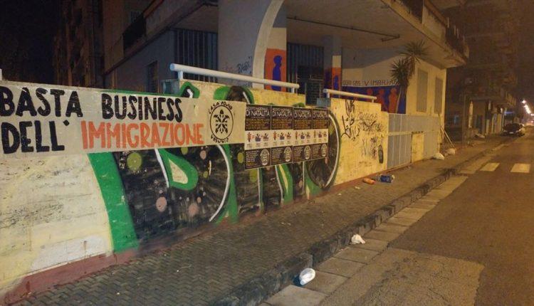Pomigliano – Polemiche sul Centro Accoglienza Migranti: Casapound rivendica su facebook lo striscione