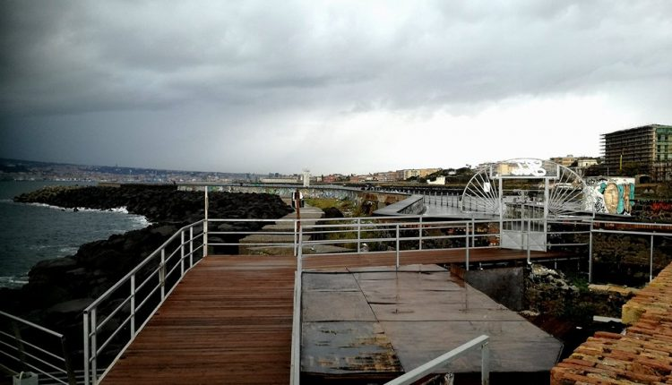 (VIDEO) Sicurezza e scempio ambientale – Il M5s di Portici chiede la rimozione delle piattaforme al Granatello