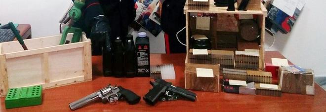 A Cicciano, un gioielliere aveva conservato le pistole del padre senza denunciarle: arrestato