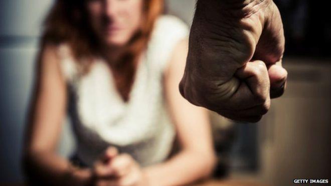 Contro la violenza sulle donne: a Pollena Trocchia un dibattito e la fiaccolata in piazza Amodio