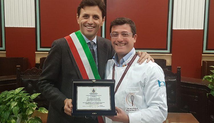 Ercolano: premiato nell'Aula consiliare il pasticciere Matteo Cutolo dal Sindaco Bonajuto