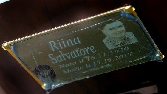 """LA BARA DI TOTO' RIINA arriva a Palermo, tumulazione per il """"capo dei capi"""" al cimitero di Corleone"""
